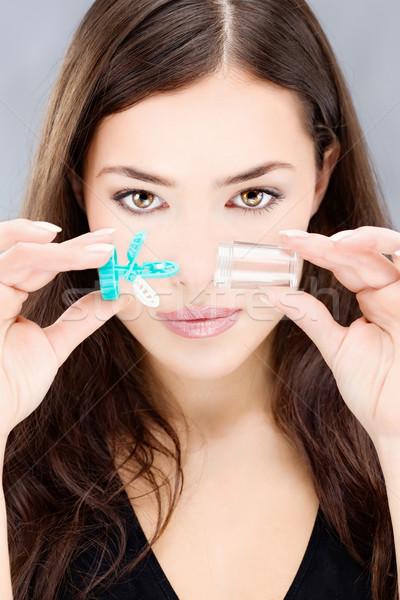 Nő tart kontaktlencsék mos tok fiatal nő Stock fotó © imarin