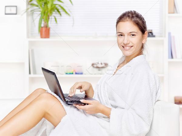 Stockfoto: Vrouw · badjas · computer · home · glimlach · internet