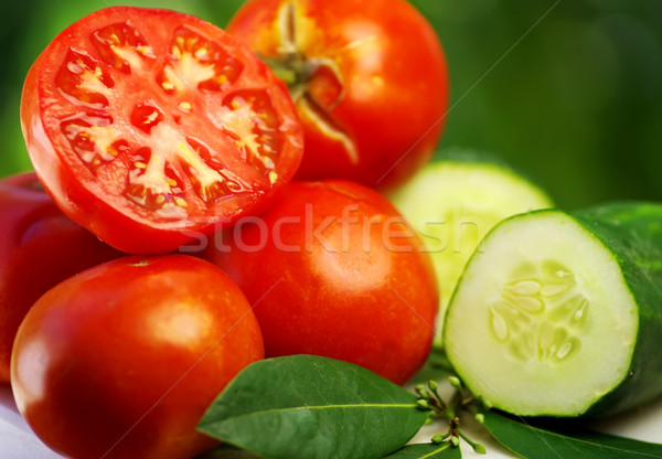 Komkommer Rood tomaat voedsel blad vruchten Stockfoto © inaquim