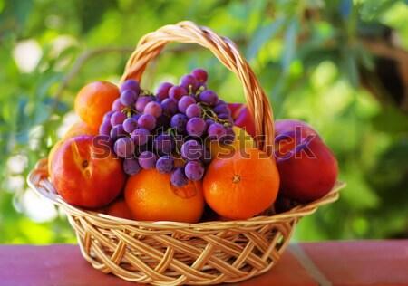 Basket mele tavola albero sfondo estate Foto d'archivio © inaquim