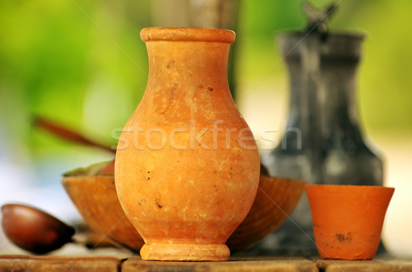 Velho cerâmico objetos tabela fundo garrafa Foto stock © inaquim