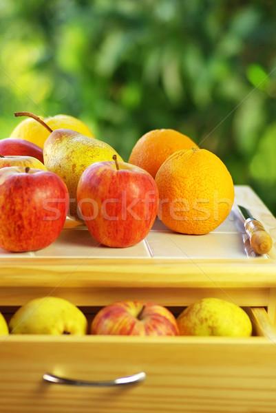 Zdjęcia stock: Owoce · nóż · tabeli · żywności · jabłko · owoców