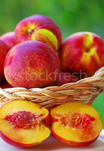 Szeletek érett őszibarackok étel gyümölcs zöld Stock fotó © inaquim