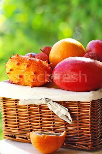 Basket tropicali frutti alimentare frutta estate Foto d'archivio © inaquim