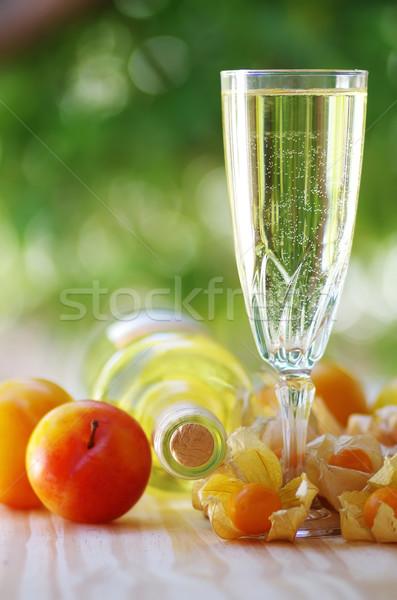 üveg fehérbor üveg gyümölcsök étel bor Stock fotó © inaquim