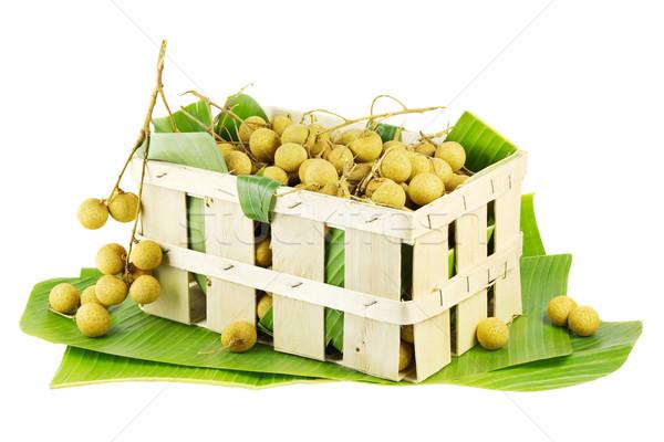 Skrzynia owoców bananów pozostawia odizolowany biały Zdjęcia stock © IngaNielsen