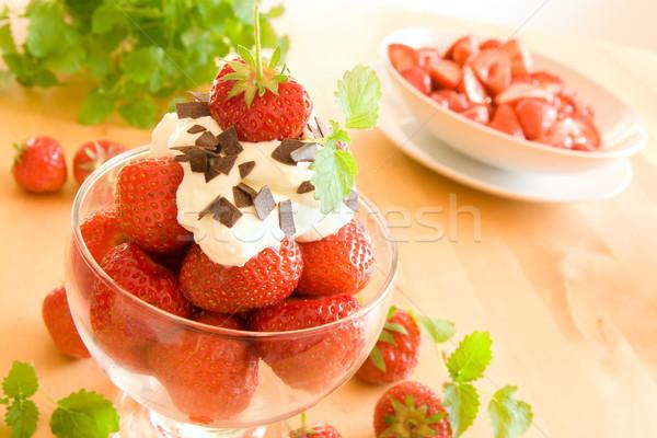 Aardbeien slagroom vers Rood citroen balsem Stockfoto © IngaNielsen