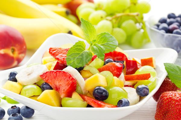 Kleurrijk vruchtensalade kom gezonde zomer vruchten Stockfoto © IngaNielsen