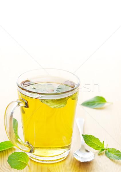 Hortelã-pimenta chá caneca fresco de folhas Foto stock © IngaNielsen