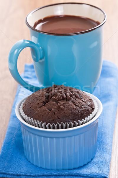 Muffin forró csokoládé csokoládé kék csésze fából készült Stock fotó © IngridsI