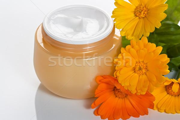 Cosmetische lichaam room jar bloem Stockfoto © IngridsI
