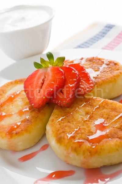 Kaas pannenkoeken aardbei zure room siroop achtergrond Stockfoto © IngridsI