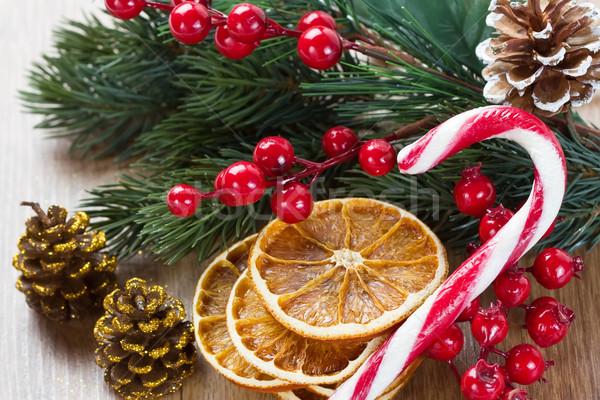 Karácsonyfa díszítések aszalt narancs szeletek bogyók Stock fotó © IngridsI