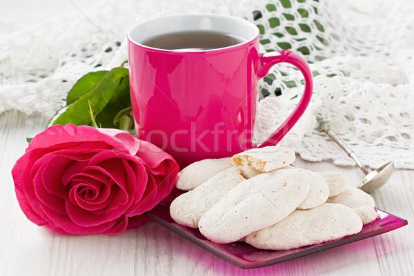Csésze tea mandula sütik rózsa fából készült Stock fotó © IngridsI