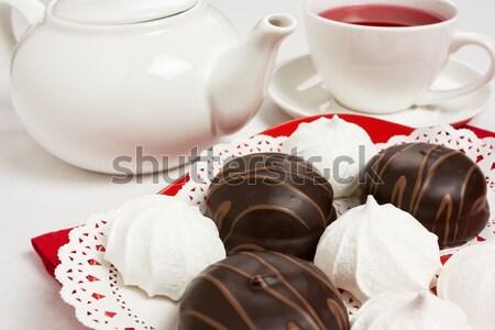 Csokoládés sütemény finom három piros tányér teáscsésze Stock fotó © IngridsI