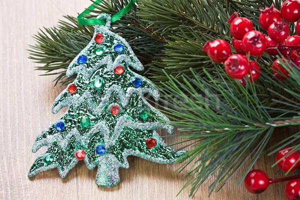 Karácsonyfa díszítések fenyő ágak bogyók fából készült Stock fotó © IngridsI