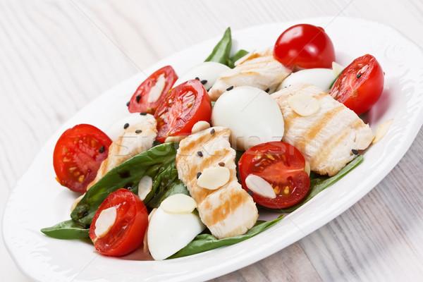 ıspanak tavuk salatası ızgara tavuk kiraz domates yumurta salata Stok fotoğraf © IngridsI