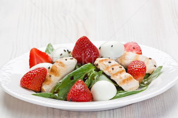 Espinafre frango morango salada frango grelhado ovos Foto stock © IngridsI