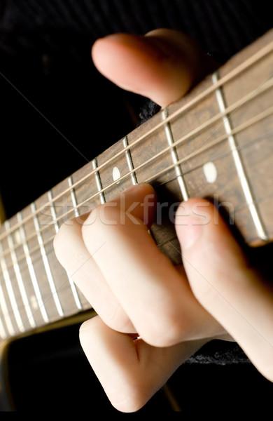 Játszik gitár zene fa test férfiak Stock fotó © inoj