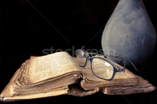 Eski dua kitap gözlük siyah kütüphane Stok fotoğraf © inoj