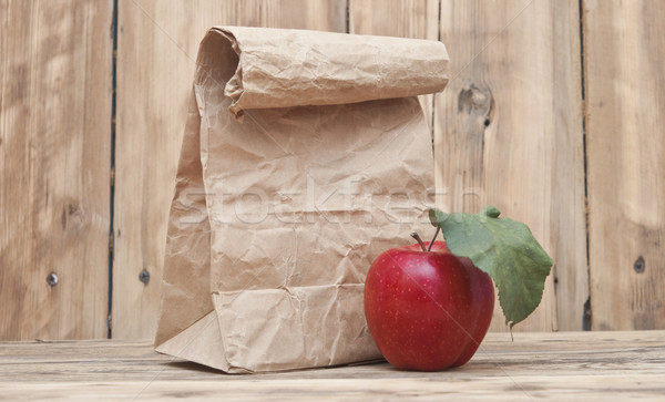 Jabłko torby papierowe żywności słońce gospodarstwa Zdjęcia stock © inxti