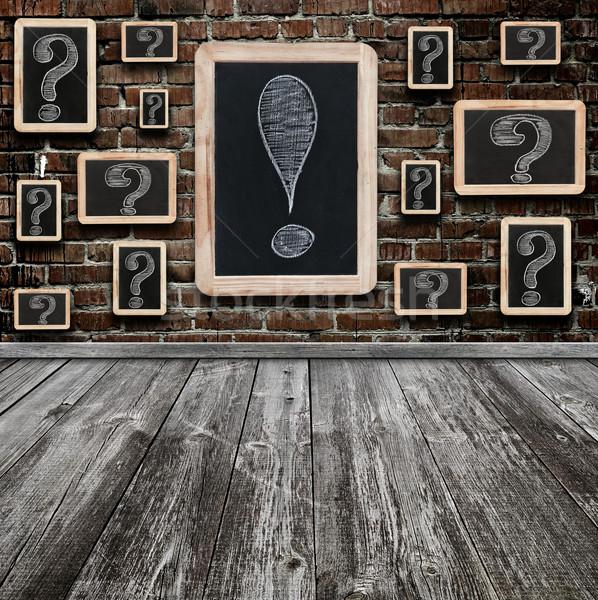 Vraagtekens uitroepteken witte krijttekening klein Blackboard Stockfoto © inxti