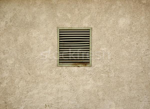Piccolo buio seminterrato finestra arrugginito acciaio Foto d'archivio © inxti