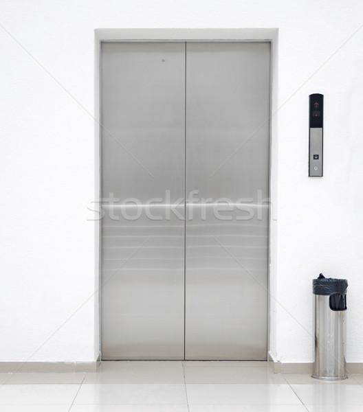 Windy drzwi działalności biuro miejskich wnętrza Zdjęcia stock © inxti