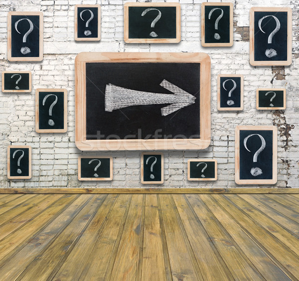 Vraagtekens witte krijttekening klein Blackboard opknoping Stockfoto © inxti