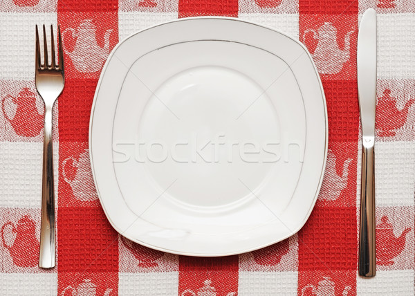 Cuchillo blanco placa tenedor rojo mantel Foto stock © inxti