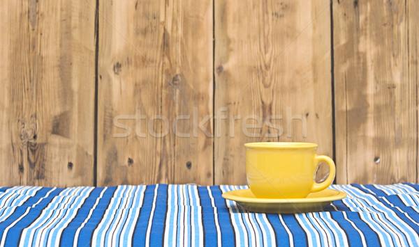 Giallo tazza di caffè piattino colorato tovaglia sfondo Foto d'archivio © inxti