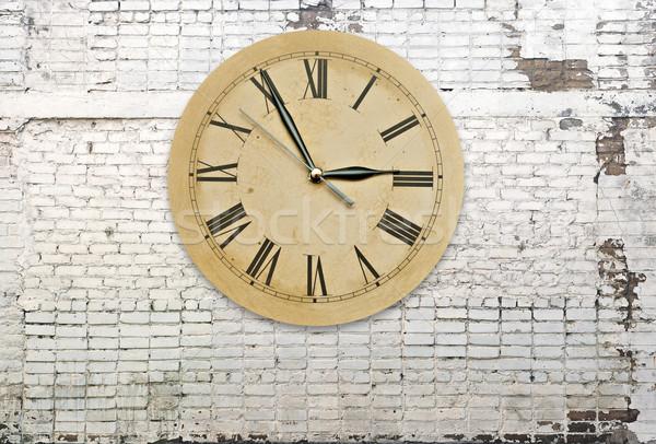 Retro clock muro di mattoni ufficio mano sfondo Foto d'archivio © inxti