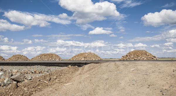Kaya yol yapımı gökyüzü Bina inşaat Stok fotoğraf © inxti