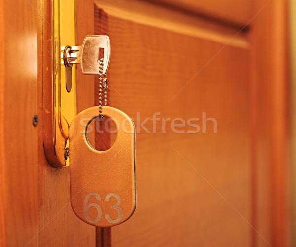 Porte bois aile clé de la porte serrure nombre Photo stock © inxti