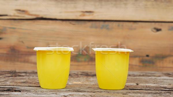 Stockfoto: Vruchten · yoghurt · Open · plastic · beker · houten · tafel