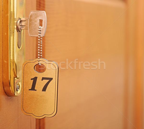 Anahtar anahtar deliği etiket ofis ahşap dizayn Stok fotoğraf © inxti