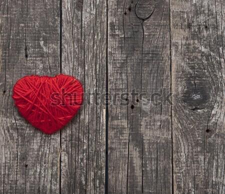 Serca czerwony wełny przędzy wiszący stare drewno Zdjęcia stock © inxti