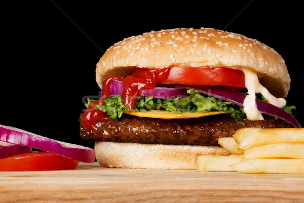 Cheeseburger stock image frites bois plaque Photo stock © iodrakon