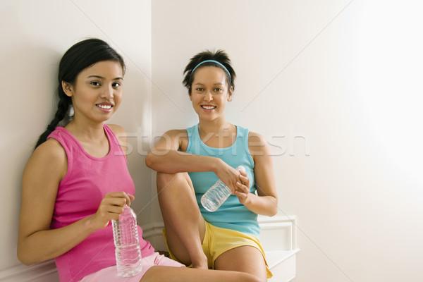 Fitness mulheres quebrar dois mulheres jovens Foto stock © iofoto