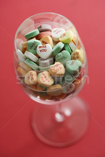 Foto stock: Dulces · corazones · vidrio · copa · de · vino · completo · colorido