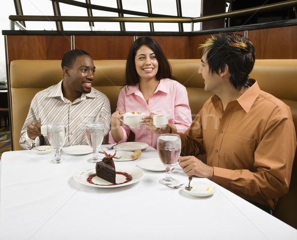 Amigos comer pequeño grupo adulto restaurante hablar Foto stock © iofoto