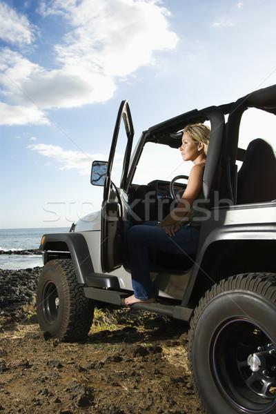 Mulher sessão suv praia ver Foto stock © iofoto