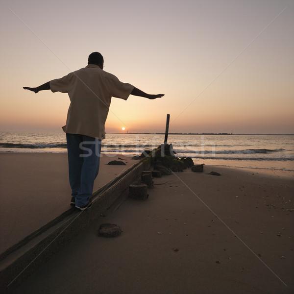 Hombre arena masculina equilibrio playa Foto stock © iofoto