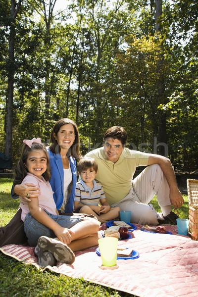счастливая семья пикника Hispanic семьи парка улыбаясь Сток-фото © iofoto