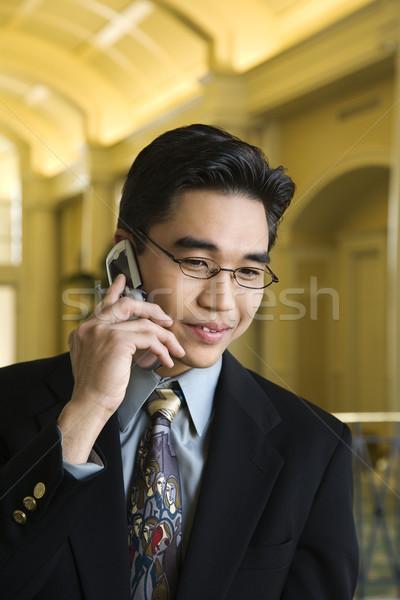 üzletember mobiltelefon fiatal ázsiai előkelő hotel Stock fotó © iofoto