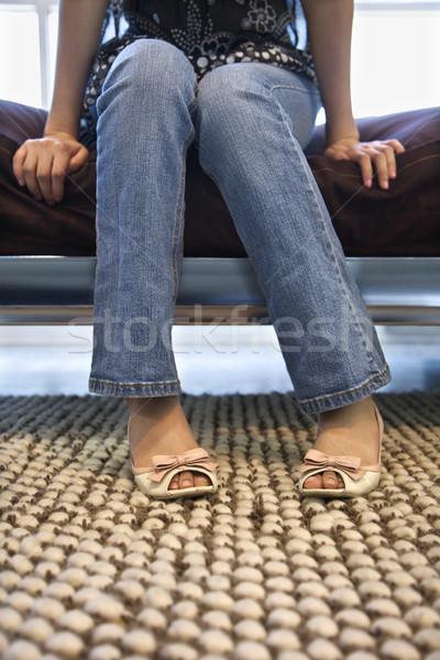 Kobiet nogi stóp posiedzenia bed portret Zdjęcia stock © iofoto