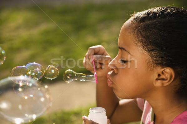 Fiatal lány buborékfújás kívül fű gyermek zöld Stock fotó © iofoto