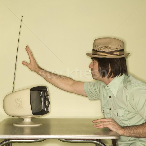 Uomo tuning televisione vista laterale indossare Foto d'archivio © iofoto