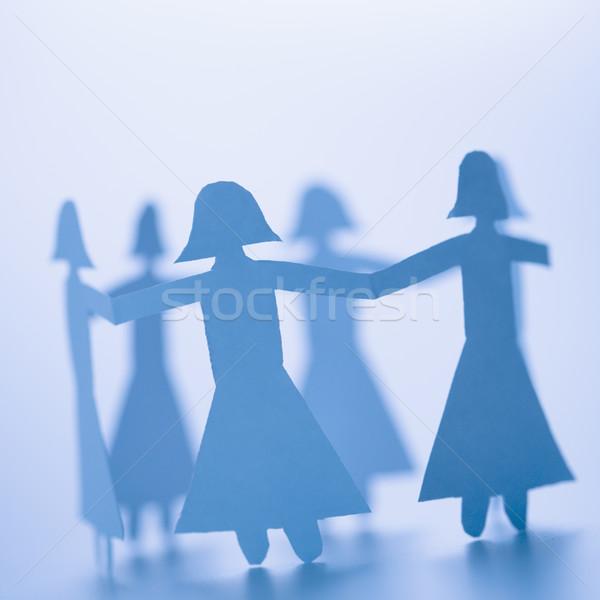 Mädchen spielen Papier Hand in Hand stehen Stock foto © iofoto