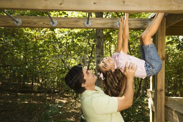 Vader dochter latino meisje opknoping armen Stockfoto © iofoto